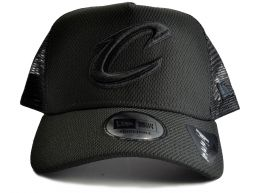 New Era Cleveland Cavs NBA Team Essentials Trucker Snapback Cap All Black